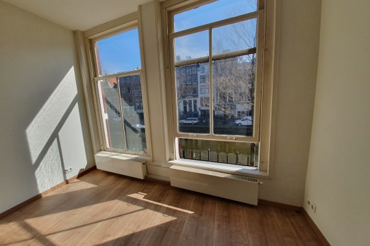 Achterzijdsvoorburgwal|1 bedroom| Unfurnished| view on the canal